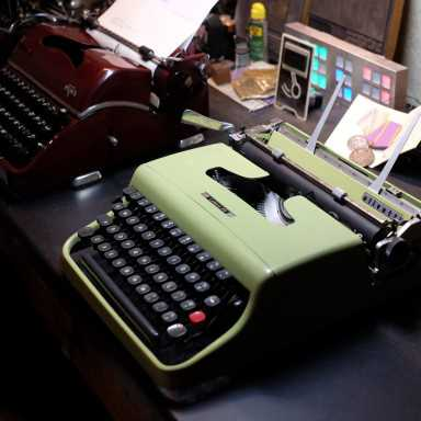 Vintage Technology Obsessions: An Olivetti Lettera 22 with, Lettera 23